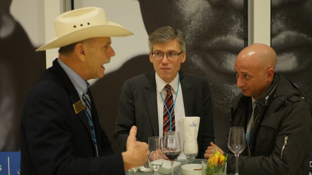 Howard Woolridge (left) of Law Enforcement Against Prohibition (LEAP) in discussion at the CND (Source: Graham de Barra)