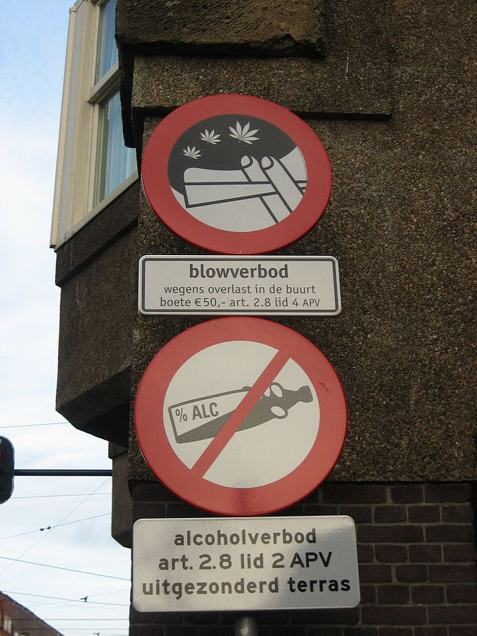 Signs in Amsterdam, indicating smoking cannabis and drinking alcohol are prohibited. (Wikimedia Commons)