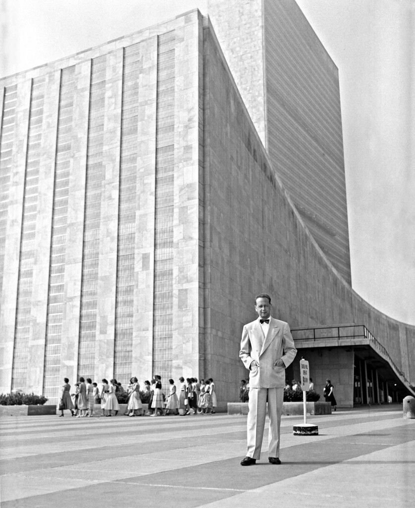 UN Secretary-General Dag Hammarskjöld in front of the General Assembly building (1950s) (Wikimedia Commons)