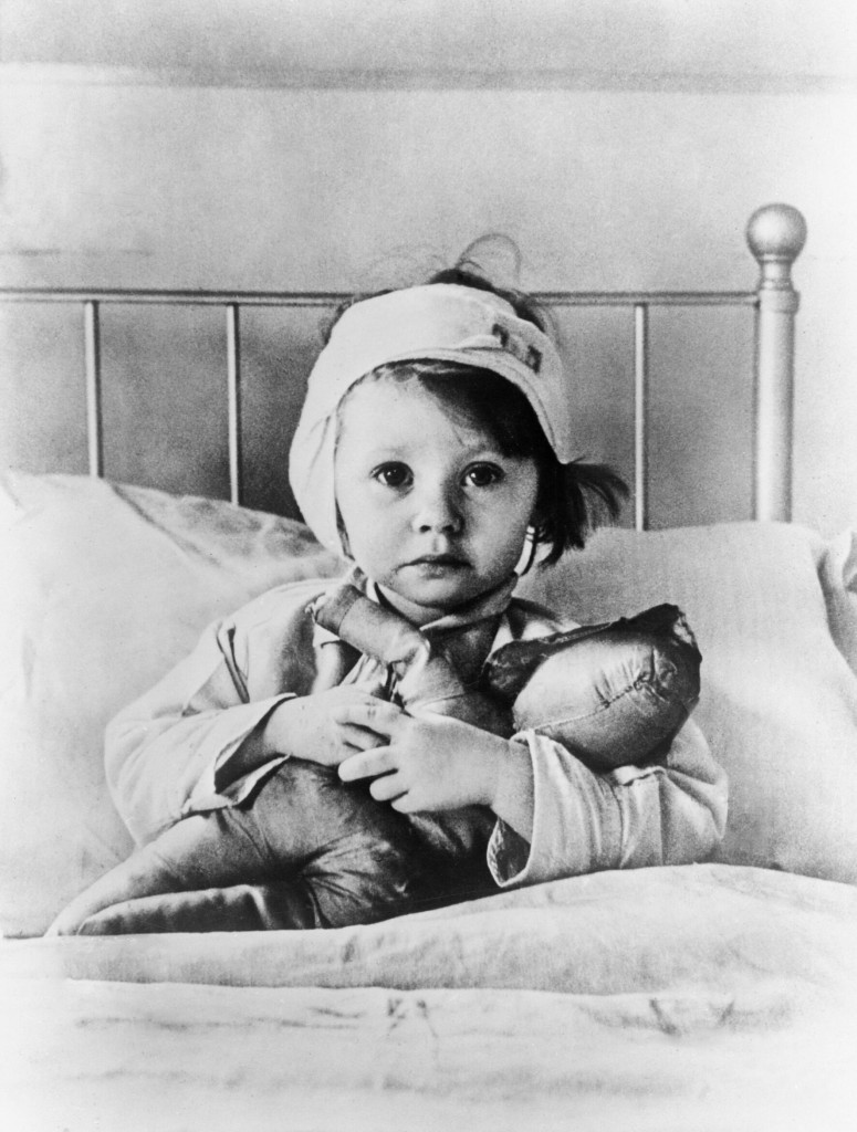 A child recovering in Great Ormond Street Hospital during the Blitz, 1940. (Source: Wikimedia Commons)