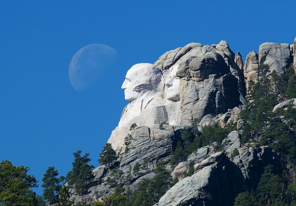 'Moon over Mount Rushmore' (Flicker - Kevin Hurley)